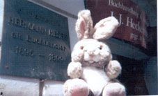 Hermann Hase in front of the bookstore Heckenhauer in Tübingen